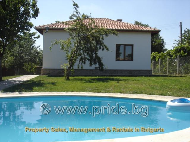 Private pool and lawned garden - Villa Cranberry